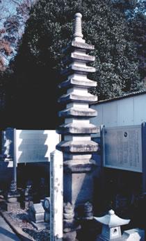 小栗孫次郎平満重公と家臣の供養塔(おぐりまごじろうたいらのみつしげこうとかしんのくようとう)
