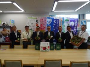 『こだますいか表敬 県農林水産部長』の画像