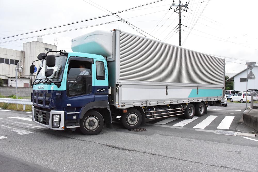 『トラック』の画像