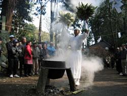 雷神社の湯立祭(らいじんじゃのゆたてさい)