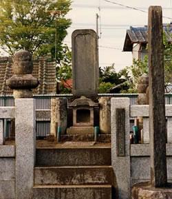 水谷家歴代の墓(みずのやけれきだいのはか)